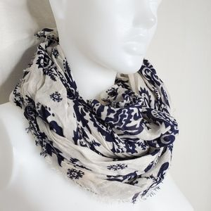 Accessories - Scarf    Blue and White Fringed